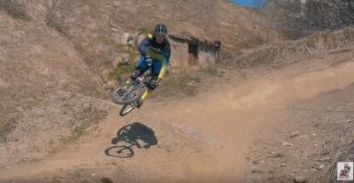 Aurelien Fontenoy - Increíbles trucos con una bicicleta de niño