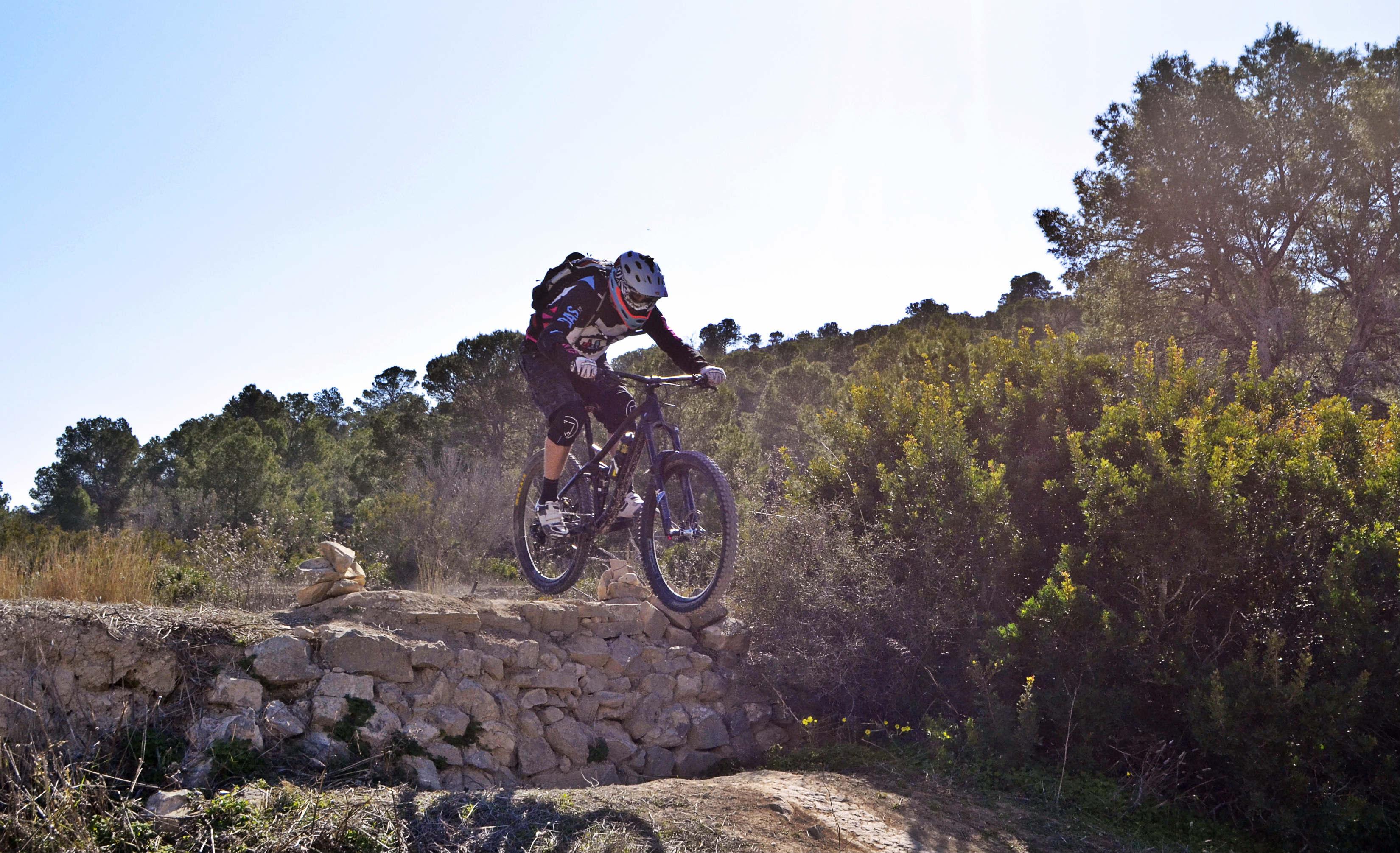 diferencias bicicleta enduro y trail
